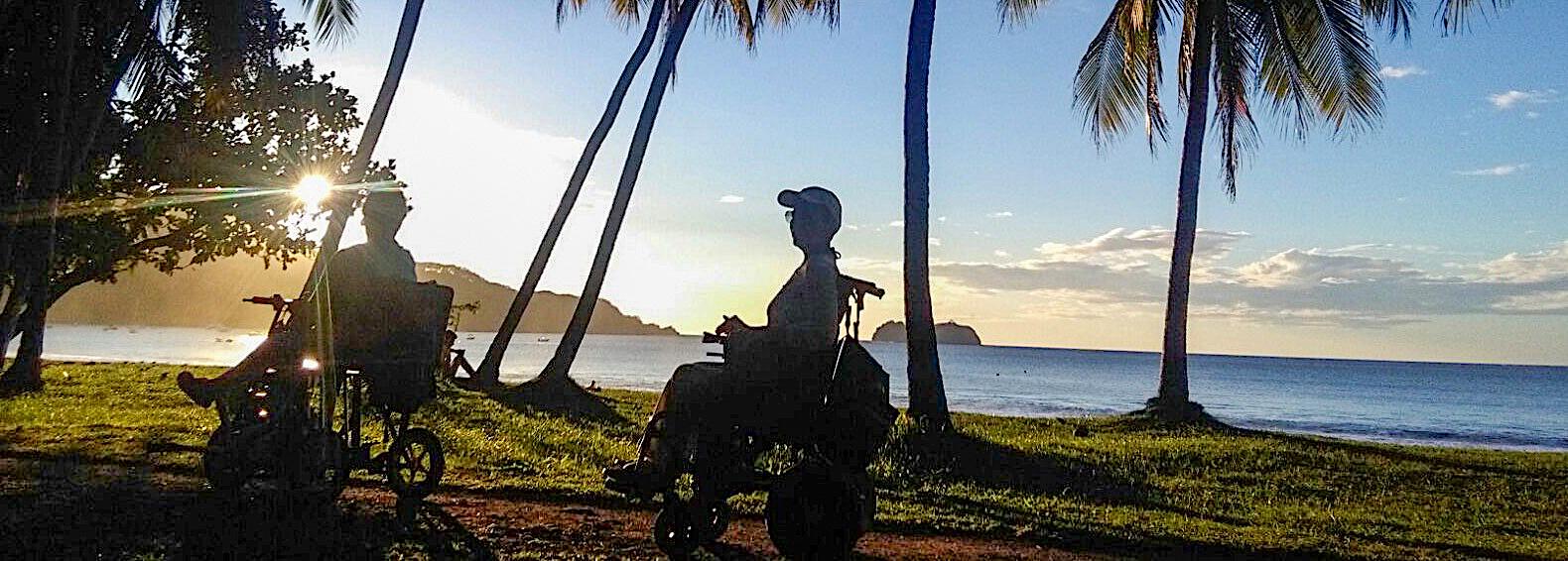 Playa accesible en silla de ruedas para personas con discapacidad