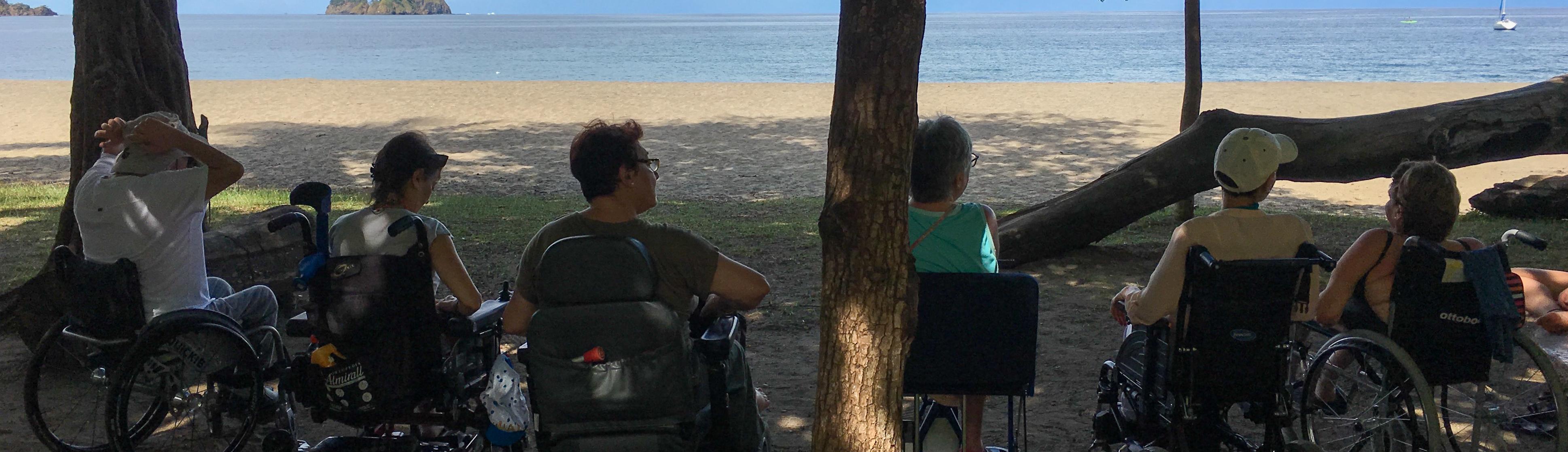 Playa accesible para silla de ruedas y personas con discapacidad