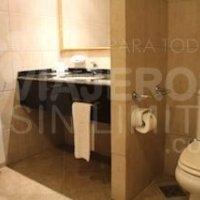 Bariloche-Hotel-Villa-Huinid-baño-adaptado