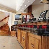 Bariloche-Hotel-Villa-Huinid-recepción-adaptada