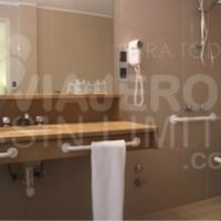 Edelweiss_hotel_baño_adaptado_para_silla_de_ruedas_Bariloche_Argentina
