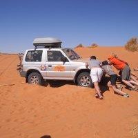 ayudando-en-las-dunas