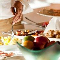 Ushuaia-Hotel-Los-Cauquenes-buffet