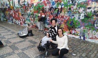 Praga en silla de ruedas para personas con discapacidad