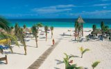 Playa accesible en Cancún para usuarios de silla de ruedas